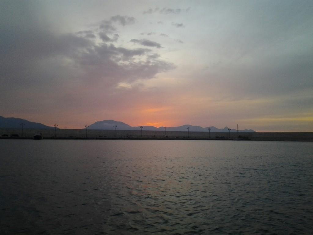 L'interno del porto, al tramonto.