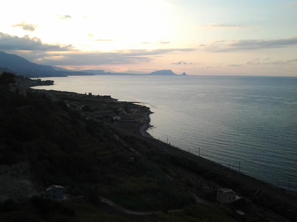 Vista verso ovest, sullo sfondo Capo Zafferano.